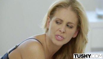 Блондинка сосет при муже у негра