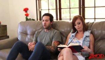 Секс студентки на столе с отличным мужиком
